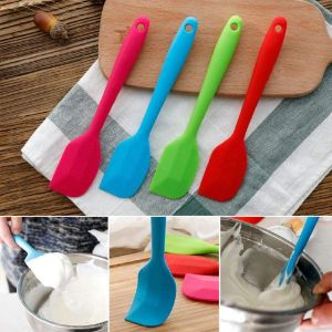 13. TWDRer 8 Pieces of Colorful Silicone Spatulas