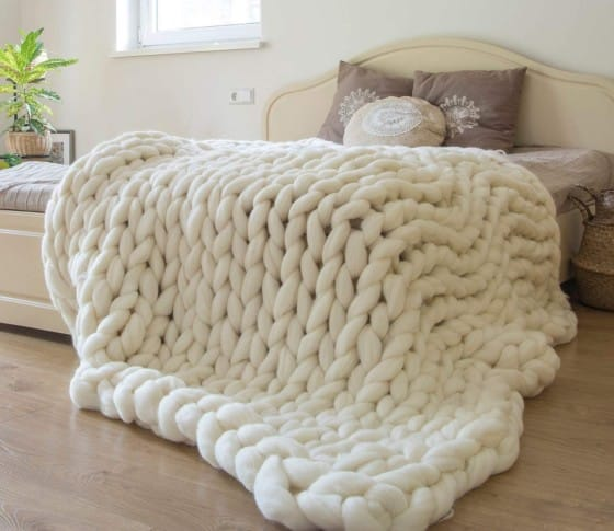 ERLYEEN Luxurious Chunky Knit Blanket